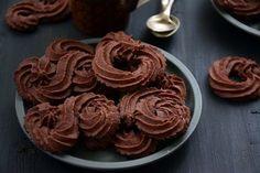 Dán csokis keksz Cookie Desserts, Cookie Recipes, Snack Recipes, Snacks, Sweet Cookies, Cake Cookies, Hungarian Desserts, Fun Cooking, Ice Cream Recipes