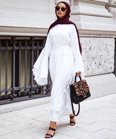 130 stylish street style looks for exceptional eid outfit ideas – page 1 Islamic Fashion, Muslim Fashion, Modest Fashion, Classy Fashion, French Fashion, Korean Fashion, High Fashion, Winter Fashion, Street Hijab Fashion