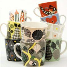 Porcelain mugs large Saga forest - Gray    Unsere große Porzellan-Becher (4 dl) wurden entwickelt, um bei Erwachsenen in die Hände zu passen. Sie werden aus starken Porzellan hergestellt, so dass sie für Mikrowellenherd und Geschirrspüler geeignet sind. Sie sind in einer Vielzahl von Mustern und Farben erhältlich.    Schaue dir auch unsere kleine Becher für Kinder an!.