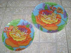 Dupla de pratos by Artes da Lelê, via Flickr