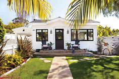 darling cottage in Laguna Beach, CA - here's a link with interior pics: http://www.cottagesandbungalowsmag.com/fourth-of-july-house-tour-an-americana-cottage/
