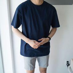 on style in 2019 Korean Fashion Summer, Korean Fashion Men, Korea Fashion, Mens Fashion, Korean Men, Mode Streetwear, Streetwear Fashion, Oversized Shirt Men, Tomboy Fashion