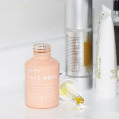 Go To Face Hero, the superhero of face oils. With a beautiful, arse-kicking blend of ten powerful oils, Face Hero protects your skin from evil aggressors, rapidly boosts your hydra