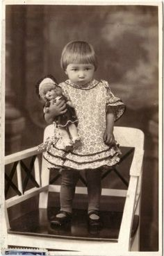 Lot of 5 Photos Young Girls with Dolls Strollers Umbrella Studio RPPC… Vintage Family Photos, Vintage Children Photos, Vintage Girls, Vintage Pictures, Vintage Photographs, Vintage Images, Beautiful Babies, Beautiful Dolls, Old Photos