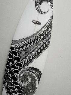 """Maori"" / Dotti Surfboards - aprender a surfear Surf Design, Wave Design, Decoration Surf, Surf Decor, Surf Mar, Deco Surf, Posca Art, Maori Designs, Surfboard Art"