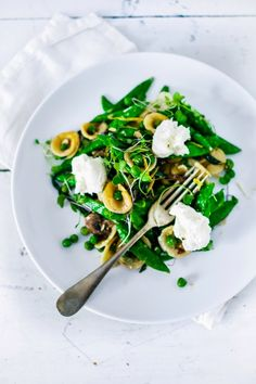 Spring Orecchiette Pasta with fresh peas mushrooms burrata cheese mint and lemon zest. Carbonara Sauce, How To Make Hamburgers, Burrata Cheese, Asparagus Pasta, Vegan Main Dishes, The Fresh, Food Fresh, Pasta Recipes, Salads