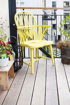 Giv altanen et pift - mal en gammel stol i en frisk farve.