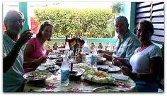 Turistas degustando un buen almuerzo. Vinales, Cuba, Table Settings, Horse Drawn Wagon, Lunch, Fishing, Place Settings, Tablescapes