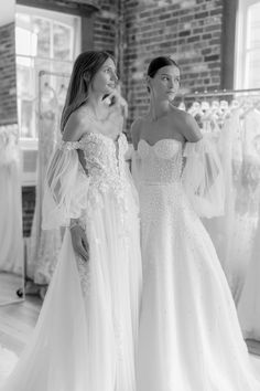 Lee Grebenau's F/W 2020 'Field of Pearls' collection, available exclusively at Spina Bride, NYC. Bridal Jumpsuit, Couture Wedding Gowns, Bridal Beauty, Wedding Accessories, Bridal Dresses, Wedding Styles, Wedding Day, Garden Wedding, Fashion Forward