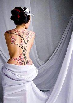 Full back Japanese Cherry blossom tree tattoo Tattoo Pink, Et Tattoo, Tattoo Und Piercing, Tattoo Art, Tattoo Floral, Henna Tattoo Designs, Neue Tattoos, Body Art Tattoos, Tatoos