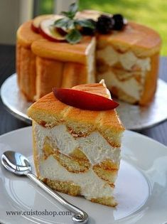 Charlotte - recette facile - Recettes by Hanane Charlotte Au Fruit, Charlotte Cake, French Desserts, Just Desserts, Delicious Desserts, Sweet Recipes, Cake Recipes, Dessert Recipes, Peach Pound Cakes