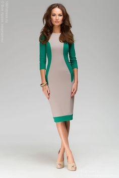 Платье-футляр бежевое с зелеными вставками