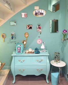 Ja conhece a loja? Venha conferir nossas novidades hoje das 10:00-18:30 ou pelo www.coisasdadoris.com.br . Entregamos em todo Brasil. #lojadecoracao #instadecor #comoda #tiffany #azulturquesa #espelho #parededeespelho #arquiteto #decorador