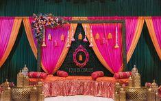 Wedding Backdrop Design, Desi Wedding Decor, Indian Wedding Receptions, Wedding Stage Design, Wedding Reception Backdrop, India Wedding, Wedding Stage Decorations, Wedding Mandap, Mehndi Stage Decor