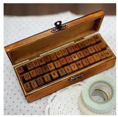 Hoi! Ik heb een geweldige listing gevonden op Etsy https://www.etsy.com/nl/listing/78726197/wooden-rubber-stamp-box-vintage-print