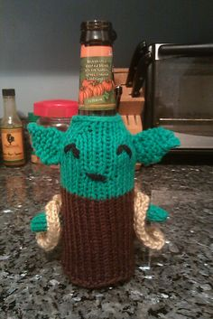 Knitted Star Wars Yoda beer cozy - I guess since I can't crochet, I'll have to go with this yoda option ;)