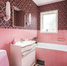 Retro Bathrooms, Corner Bathtub, Alcove, Pink, Rustic Bathrooms, Pink Hair, Roses, Corner Tub