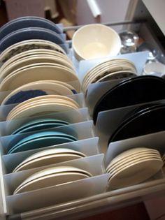 無印の隠れた人気商品「スチロール仕切りスタンド」。これが本当に便利で家中で使えちゃうんです!!皆さんのすごいアイデアを集めました♡ Kitchen Storage Boxes, Kitchen Cabinet Drawers, Kitchen Storage Solutions, Cupboard Storage, Storage Spaces, Dish Cabinet, Kitchen Cabinet Interior, Dish Storage, Kitchen Cabinets