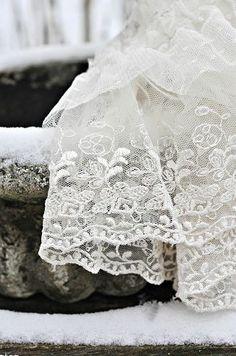 some beautiful breathy vintage lace Lace Ribbon, Lace Ruffle, Lace Fabric, Ruffles, Antique Lace, Vintage Lace, Vintage Accessoires, Bordado Floral, Fru Fru