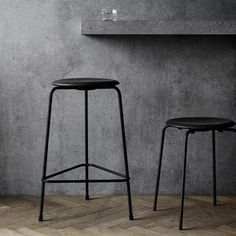 Arne Jacobsen designed the beautiful stool in 1954 in the process of creating the Ant™ chair in collaboration with Fritz Hansen. The seat is clad in premium leather. Actually, it uses leather left over from the cra
