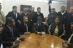 La Junta Local de Conciliación y Arbitraje testificó la disposición de la representación de la institución, ya que el rector Medardo Serna acudió ante el órgano de lo laboral para ...