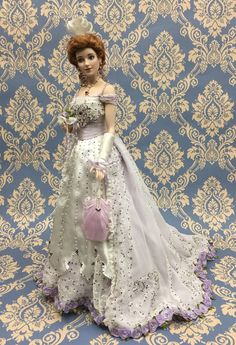 """""""PEARL""""  The Gibson Debutante. Porcelain Doll  by Franklin Mint (2003) Authorized by Dana Gibson,  great-granddaughter of the creator of  the Gibson Girl. Hand-numbered Limited Edition of only 1000 dolls worldwide."""