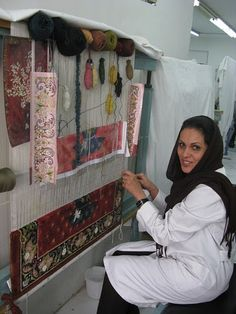 hand knotting a persian rug