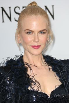 An Exploration of Nicole Kidman's Always Elegant Hairstyles, from Natural Curls to Glamorous Updos Ombre Hair, Wavy Hair, Her Hair, Blonde Hair, Elegant Hairstyles, Curled Hairstyles, Straight Hairstyles, Formal Hairstyles, Big Loose Curls