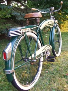 1948 Monark Super Deluxe - All original except new tires and wrong handgrips. Entry Submitted by stan watt Retro Bicycle, Old Bicycle, Bicycle Women, Bike Cart, Motorized Bicycle, Recumbent Bicycle, Power Bike, Bicycle Workout, Push Bikes
