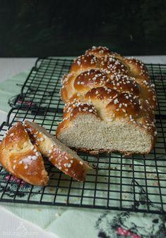 Osterzopf - German Easter Bread - Hefeteig mit reichlich Butter - http://bakingandmore.com/2015/04/06/osterzopf-german-easter-bread/