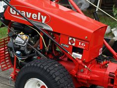 Gravely Mowers 296041375481245682 - Gravely Pro Source by zephsdad Small Tractors, Old Tractors, Lawn Tractors, Walk Behind Tractor, Lawn Maintenance, Lawn Mower, Monster Trucks, Survival, Farms