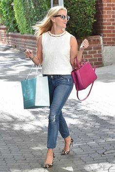 The Secret to Nailing Reese Witherspoon's Style This Is the 1 Thing Reese Witherspoon Refuses to Sell on Her Site: Reese Witherspoon's street style outfits are so bright, they'll put a smile on your face. Preppy Mode, Preppy Style, My Style, Style Box, Casual Outfits, Fashion Outfits, Womens Fashion, Fashion Tips, Fashion Trends