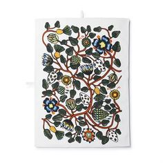 Give your kitchen a summery and fresh look with Pieni Tiara kitchen towel from Marimekko, designed by Erja Hirvi. The towel is made of a cotton and linen mix and has an eye-catching floral pattern in vibrant colors. The kitchen towel is perfect to use when drying the dishes but is also a nice decoration for the kitchen!