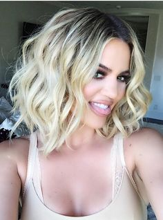 Short and wavy! First step in creating this look is prepping damp hair with our K-Body Volume Foam! See full breakdown on Insta Khloe Kardashian Cabello, Khloe Kardashian Hair Short, Koko Kardashian, Kardashian Beauty, Short Hair Cuts, Short Hair Styles, Langer Bob, Damp Hair Styles, Cute Short Haircuts