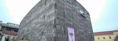 MUNDO MUSEU. O MUMOK é o maior museu de arte moderna e contemporânea de toda Europa Central, com obras de alguns dos mais importantes artistas do Século XX: Ernst Ludwig Kirchner, Otto Mueller, Paul Klee, Egon Schiele, Pablo Picasso, Joan Miró e muitos outros.