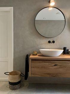 Bathroom Toilets, Bathroom Renos, Bathroom Furniture, Small Bathroom, Rustic Bathrooms, Upstairs Bathrooms, Modern Bathroom Design, Bathroom Interior Design, Day Spa Decor