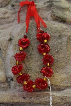 collana rossa tappi