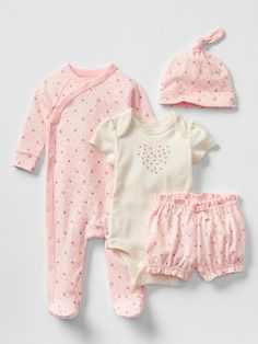 Spring florals take-home set - Perfect starting set to take baby home-sweet-home. Baby Girl Shoes, Baby Boy Outfits, Kids Outfits, Baby Doll Accessories, Take Home Outfit, Little Girl Fashion, Summer Baby, Baby Gap, New Baby Products