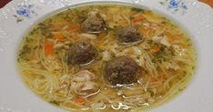 Kuřecí vývar s nudlemi a játrovými knedlíčky KUŘECÍ VÝVAR 8 kuřecích křídel 1 malý celer, oloupaný a rozpůlený 2 mrkve, očištěné ... Spaghetti, Food And Drink, Ethnic Recipes, Arizona, Noodle