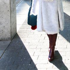 color mix #fashion #fauxfurcoat #fellmantel #ü40 #modeblog #leatherpants Mode Blog, Knee Boots, Collars, Belt, Shoes, Women, Fashion, Belts, Moda