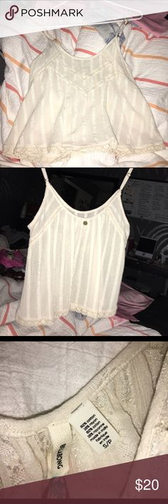LIKE NEW Billabong Knit Crop Top Size Small🔥🔥 Only washed and worn once. Size small, true to size. Can be worn as crop top but it covers most of your stomach. Adjustable straps, great for any occasion! 🚫no trades 📮ships within 48 hours of purchase! 🔴PRICE IS FIRM UNLESS BUNDLED💕💕 Billabong Tops Crop Tops