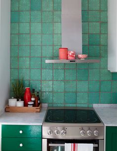 Tiles - not the color, for my kitchen, but I like the design of them. Boho Kitchen, Green Kitchen, Kitchen Tiles, Kitchen Colors, Kitchen Dining, Kitchen Decor, Bathroom Interior, Kitchen Interior, Skandinavisch Modern