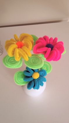 Easy to make pipe cleaner flowers