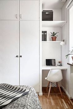 For the Home Corner Spot - The Cloffice AKA The Ultimate Small Space Multitasker - Photos How the Mo Closet Bedroom, Home Decor Bedroom, Bedroom Modern, Home Office Bedroom, Bedroom Ideas, Small Apartments, Small Spaces, Small Space Bedroom, Work Spaces