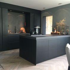 Binnenkijken bij Esmee - My Simply Special - Design della cucina Kitchen Decor, Kitchen Inspirations, Interior Design Kitchen, Home Kitchens, Kitchen Design, Black Kitchens, Kitchen Remodel, Home Decor, Rustic Kitchen
