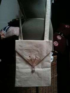 medieval style envelope bag in canvas with leather closure and detailing.