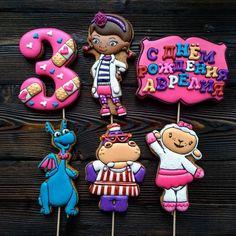 Доктор Плюшева на 3 годика принцессы с очень красивым именем Аврелия)) Doc Mcstuffins Birthday Party, Honey Cake, Iced Cookies, Third Birthday, Kid Friendly Meals, Gingerbread Cookies, Kids Meals, Cartoon, Christmas Ornaments