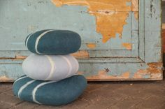 Handfelted seamless 'stone' cushion. Fair made in Nepal, sold in the Netherlands www.importantstuff.nl