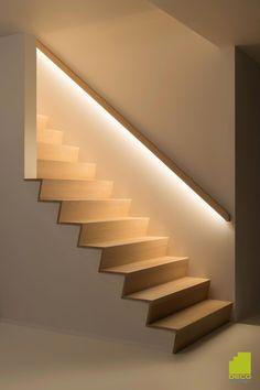Trapleuning met LED-verlichting #homeimprovementprojects