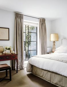 Kerry Franses has opened up the dark and claustrophobic layout of her mother's London house to create a calm and light-filled setting for eye-catching collections of fine art and antiques. London House, Beautiful Homes, Master Bedroom, Home And Garden, Layout, Contemporary, Furniture, Home Decor, Lowboy